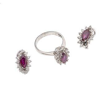 Anillo y par de aretes vintage con rubíes y diamantes en plata paladio. 3 rubíes corte marquís de 1.60 ct. 36 diamantes corte 8...