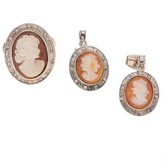Anillo y par de aretes vintage con camafeos y diamantes en plata paladio. 3 camafeos con imagenes de damas. 36 diamantes corte 8...