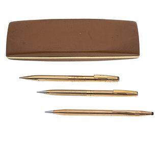 Pluma fuente, lapicero y bolígrafo marca Sheaffer. 3 lapiceros marca Cross y Sheaffer en acero dorado. Estuches Sheaffer.
