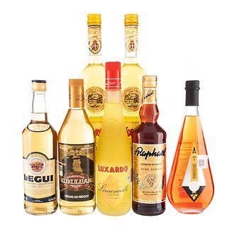 Lote de Licores. Liquore Strega. Luxardo. ST. Raphael. Licor de Mandarina. Legui. Xtabentun Kukulcan. Total de piezas: 7.