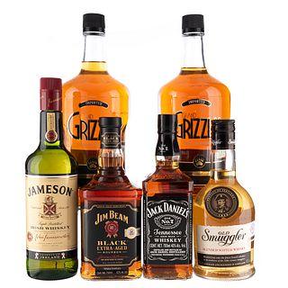 Lote de Whisky y Bourbon de U.S.A. Escocia, Irlanda y Canada. Old Smiggler. En presentaciones de 750 ml y 1.75 Lts. Total de piezas: 6.