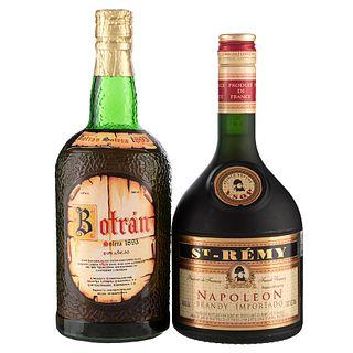 Lote de Ron y Cognac de Guatemala y Francia. Botrán. Napoleon. En presentaciones de 700 ml. y 750 ml. Total de piezas: 2.