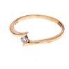 Anillo con diamante en oro amarillo de 14k. 1 diamante corte brillante. 0.10ct. Talla 6. Peso: 1.6g.