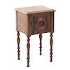 Mesa de noche. Francia. Siglo XX. En talla de madera de roble. Con cubierta rectangular y puerta abatible con tirador. 68 x 40 x 36 cm.