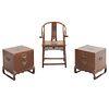 Lote de 3 piezas. Siglo XX. En talla de madera. Consta de: Par de mesas auxiliares. Diseño a manera de cofre y sillón. 50 x 47 x 47 cm.