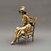 Octavio Ponzanelli. Mujer con sombrero. Firmada. Fundición en bronce dorado. 33 x 13 x 23 cm