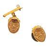 Prendedor y pin en oro amarillo de 12k. Diseño de mascarón. Peso: 8.6 g. Contra metal base dorado.