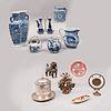 Lote de 12 piezas. Diferentes orígenes y diseños. Siglo XX. Elaboradas en porcelana, cerámica, barro y metal.