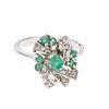 Anilo con esmeraldas y diamantes en plata paladio. 7 esmeraldas corte redondo. 11 diamantes corte 8 x 8. Talla: 6. Peso: 3.1...