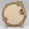 Portaretrato. Siglo XX. Estilo Art Déco. Fundición en bronce. Decorado con figura de dama en bajorrelieve y motivos florales.