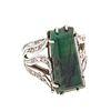 Anillo vintage con jadeita y diamantes en plata paladio. 1 talla de jadeita corte trapecio. 16 diamantes corte 8 x 8. Talla: 7...