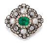 AN EARLY 20TH CENTURY EMERALD, PEARL AND DIAMOND BROOCH/PEN