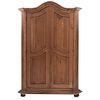 Ropero. Siglo XX. Elaborado en madera tallada. Con 2 puertas, 9 cajones, extensión y 3 entrepaños internos. Soportes tipo bollo.