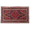 Tapete. Persia, siglo XX. Anudado a mano en fibras de lana y algodón. Decorado con elementos vegetales, florales, geométricos.