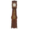 Reloj Grandfather. Francia. SXX. Estilo Luis Felipe. En talla de madera de roble. Mecanismo de cuerda y péndulo. 225 x 49 x 25 cm