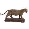Leopardo. Siglo XX. Taxidermia. Con ojos de vidrio y base. 78 cm altura