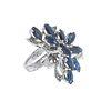 Anillo vintage con zafiros y diamantes en plata paladio. 10 zafiros corte marquís. 4 diamantes corte 8 x 8. Talla: 4. Peso:...