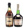 Cognac. a) Martell. Tres estrellas. b) Bisquit. V.S.O.P. Total de piezas: 2.