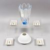Lote mixto. Francia, SXX. Elaborado en cristal y porcelana. De las marcas Limoges y Orrefors. Consta de litofanía con caja, otros.