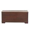Baúl. SXX. Elaborado en madera. Cubierta abatible y soportes lisos.