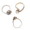 Tres anillos con diamantes, perla y zafiro en oro amarillo de 9k y plata .925. 1 diamante corte brillante de 0.12 ct.