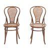 Par de sillas. SXX. Estilo Austriaco. Elaboradas en madera Respaldos y asientos de bejuco tejido, chambrana circular.