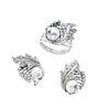 Anillo y par de aretes vintage con perlas y diamantes en plata paladio. 3 perlas cultivadas color gris y blanco de 7 mm.
