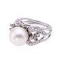 Anillo vintage con perla y diamantes en plata paladio. 1 perla cultivada color blanco de 10 mm. 60 diamantes corte 8 x 8.