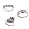 Anillo y dos churumbelas vintage con diamantes y esmeraldas en plata paladio. 17 diamantes corte 8 x 8. 5 esmeraldas corte redondo.