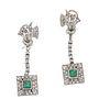 Par de aretes vintage con esmeraldas y diamantes en plata paladio. 2 esmeraldas corte cojín. 64 diamantes corte 8 x 8. Peso: 1...