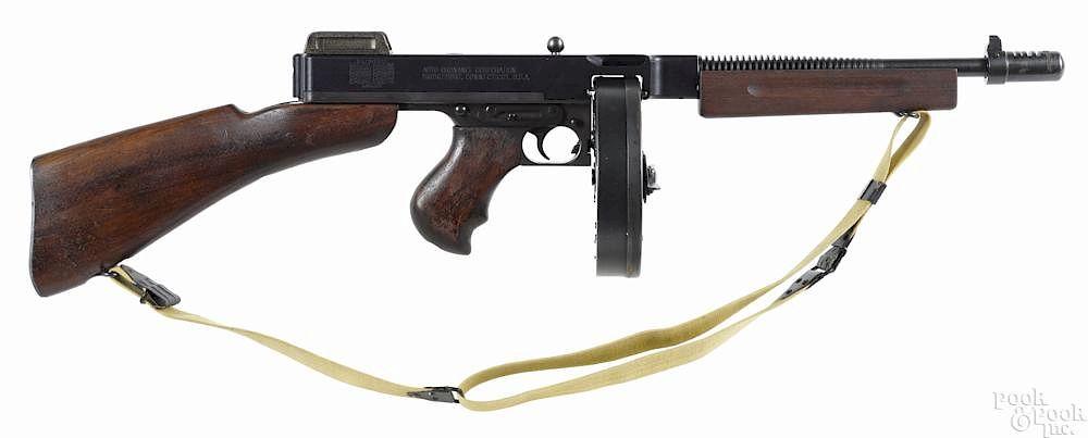 Non-functioning US model of 1928 A1 Thompson submachine gun
