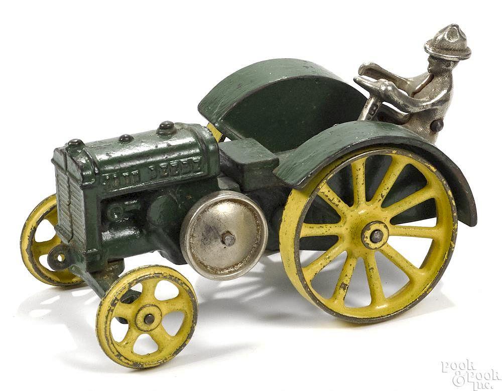 Vindex cast iron John Deere ''D'' tractor with a nickel