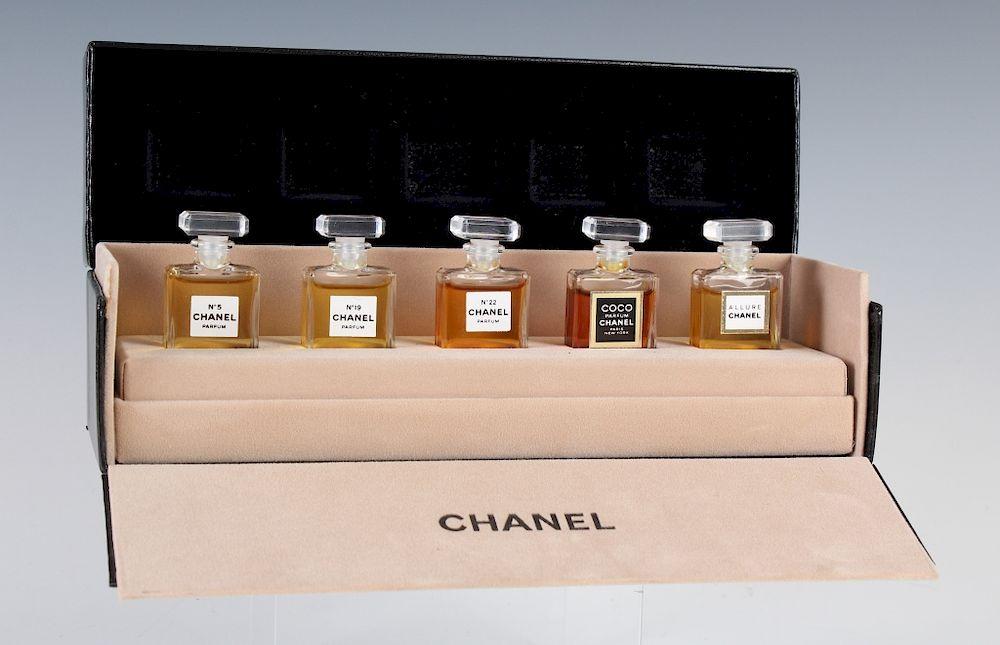 82de9704 SET of 5 CHANEL Perfume, Parfum Sampler Miniatures by Hill Auction ...