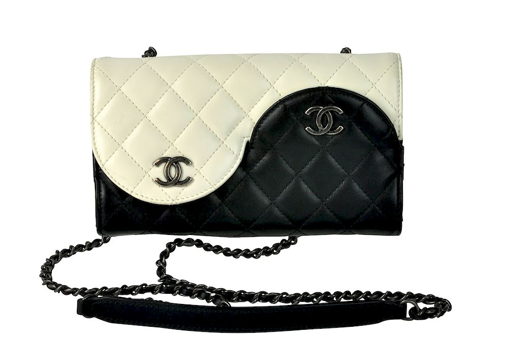 0a7181bb5852 Black & White Leather CHANEL 'Ying Yang' Bag by Abington Auction Gallery,  Inc. - 1146806 | Bidsquare