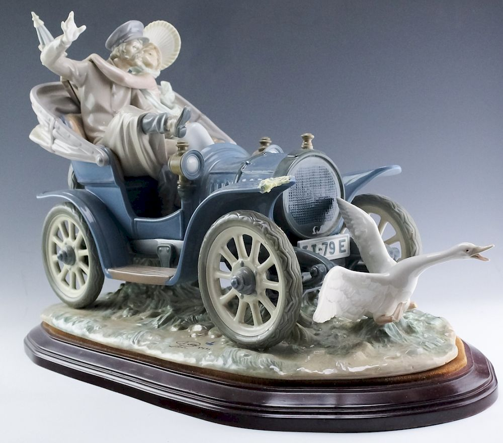 Lladro Spanish Porcelain Car In Trouble Statue By Hill Auction